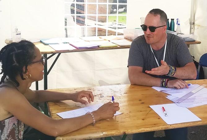 Atelier poétique durant l'évènement « Antirouille » à Créteil sur la place du Palais le 12 août 2020.